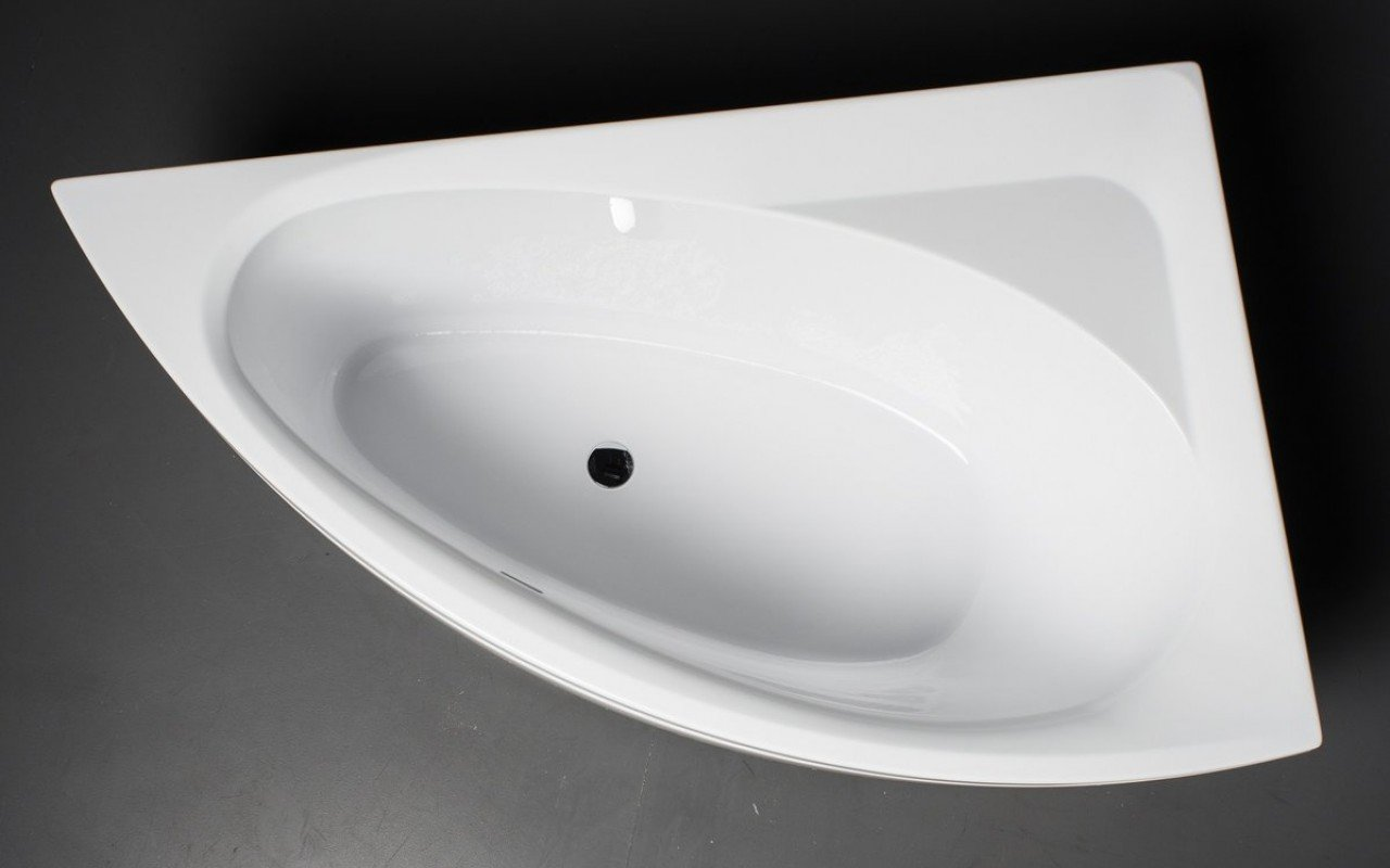 Idea L Wht Corner Acrylic Bathtub 1 1 (web)