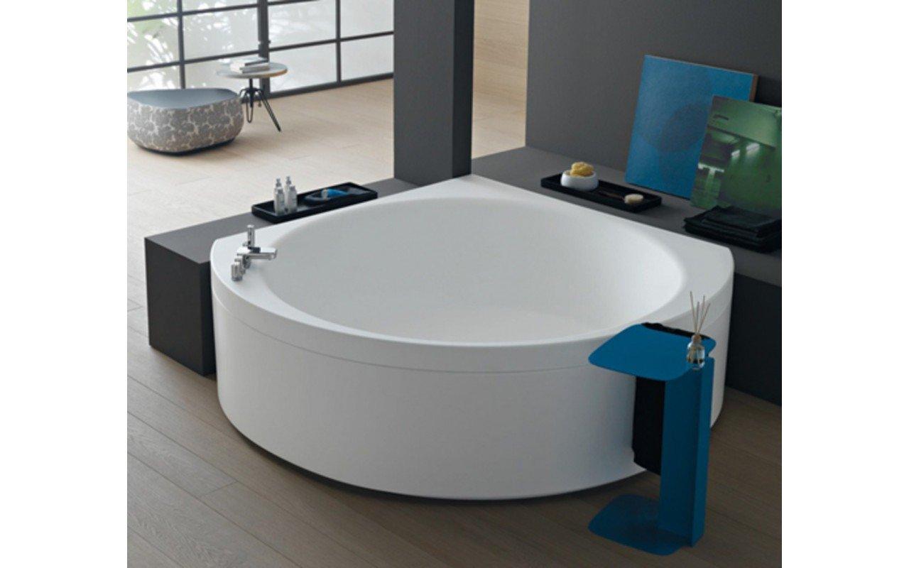 Suri wht corner velvetty acrylic bathtub 01 (web)