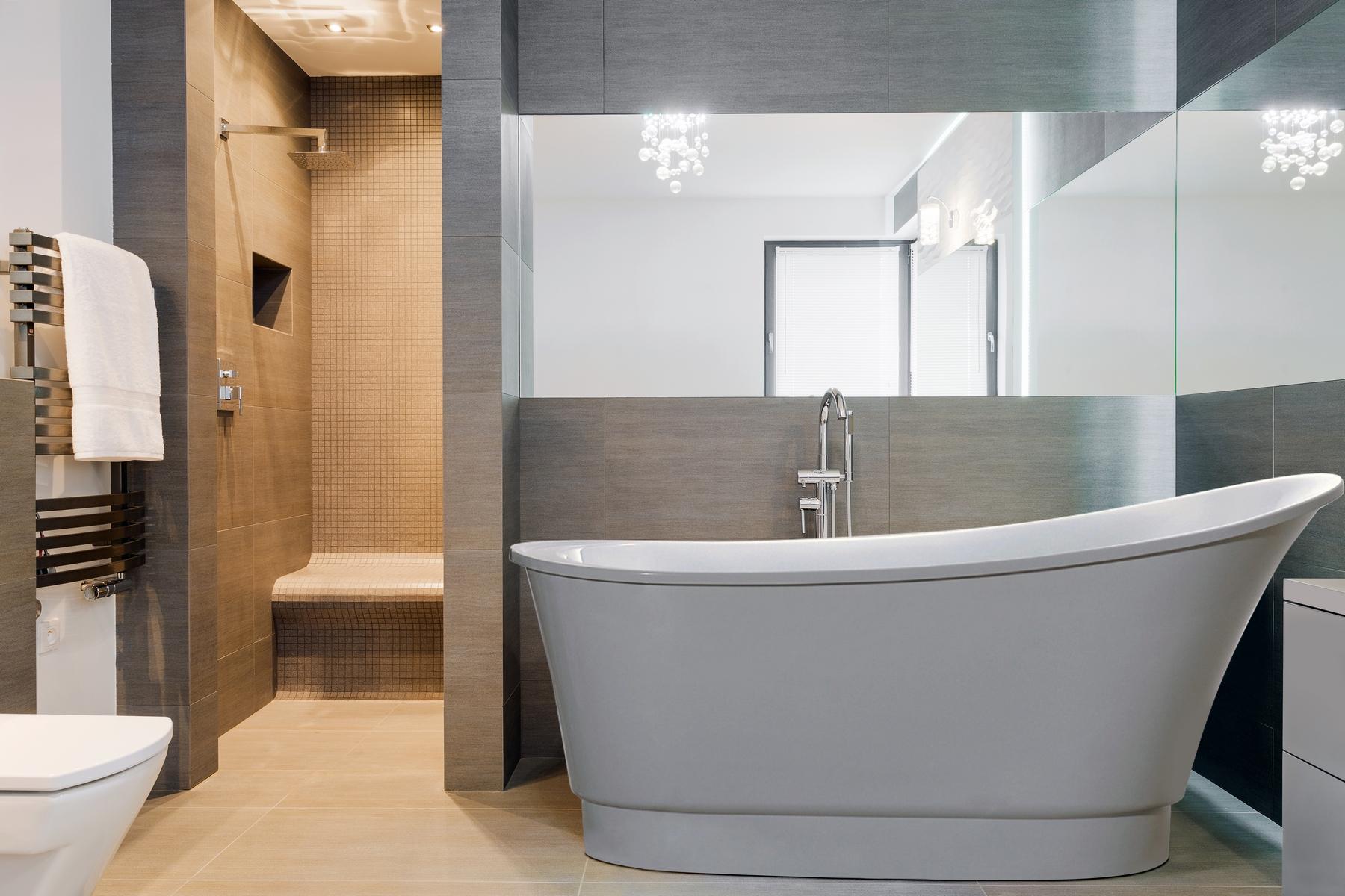 Freestanding Soaking Tub For Two | Home Decor & Renovation Ideas