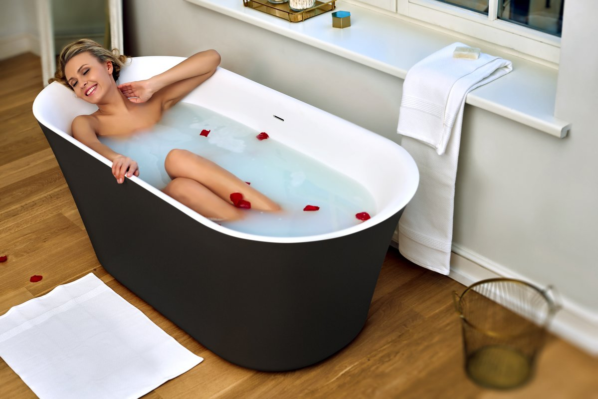Tulip Blck Wht Freestanding Solid Surface Bathtub 03 (web)